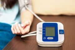 Automatisches Blutdrucküberwachungsgerät Lizenzfreies Stockfoto