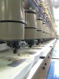 Automatiseer het naaien en borduurwerkmachine Stock Foto's