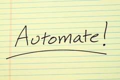 Automatisera! På ett gult lagligt block Arkivbild