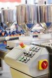 Automatiserad brödproduktionslinje royaltyfria foton