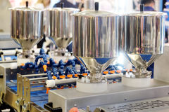 Automatiserad brödproduktionslinje royaltyfria bilder
