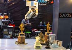 Automatiserad 3D som skrivar ut maskinen royaltyfri fotografi