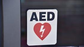 Automatiserad yttre defibrillatorAED arkivfoto