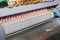 Automatiserade processkontrollsystem, strömförsörjningar, kontrollant Hög-precision utrustning för bruk i maktbranschen arkivfoton