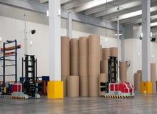 automatiserat robotic lager för gaffeltruckpapper Fotografering för Bildbyråer