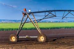 Automatiserat system för lantbrukbevattningspridare i operation royaltyfri foto