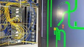 Automatisering die aan software voor controlesysteem werken stock video