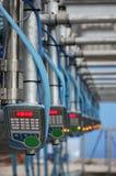 Automatisiert mechanisiert, die Ausrüstung oben melkend nah für Ackerlandindustrie stockfotografie