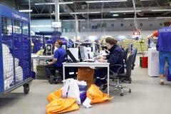 Automatisiert, Mitte des russischen Beitrags in St Petersburg sortierend lizenzfreie stockfotos
