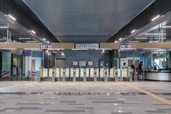 Automatisk betalningport på stationen för MRT-massforstransport MRT är det senaste systemet för offentligt trans. i den Klang dal Royaltyfri Bild