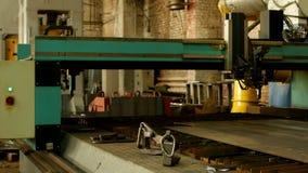 Automatisk bitande maskin för laser för plasmametallklipp, metallklipp och att bearbeta som är mekaniska stock video
