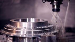 Automatisk borrande för CNC-maskin arkivfilmer