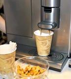 automatisk kaffemaskin Arkivbilder