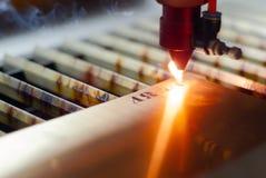 Automatisk laser-gravyr royaltyfri bild