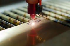 Automatisk laser-gravyr royaltyfria foton