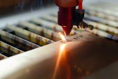 Automatisk laser-gravyr arkivbild