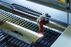 Automatisk laser-gravyr royaltyfri foto