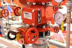 Automatisk vatten- och spridarebrand - sl?ckningssystem royaltyfri bild