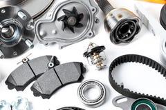 Automatiskn särar bakgrund Nav, pump, bromsblock, filter, tajmingbälte, rullar, konstanta hastighetsskarvar, termostat och annan fotografering för bildbyråer