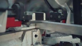 Automatiskt stål för bandsågklipphjälpmedel arkivfilmer