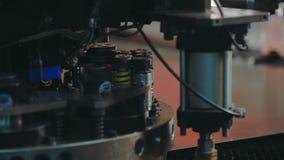 Automatización del proceso dentro Ciérrese encima del CNC del ordenador almacen de video