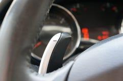 Automatyczna gearbox dźwignia za kołem zdjęcia royalty free