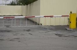 Automatyczny bramy bariery parking znaka budynku wejścia dostępu system bezpieczeństwa obrazy royalty free