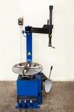 Automatyczny opony gromadzić i remontowa maszyna Fotografia Stock