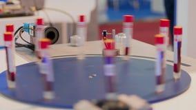 Automatyczny test ustawia z laserowym przeszukiwaczem skanuje próbne tubki zbiory