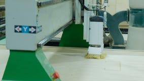 Automatyczny woodworking maszynowy ciie za szczegółach na drewnianym panelu, nowożytny woodworking maszyny cnc Manufaktura drewni zbiory