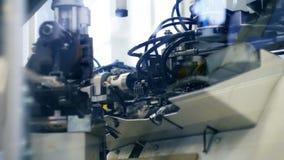 Automatyzująca maszyneria od fabryki robi drutom zbiory