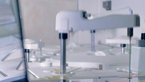 Automatyzujący farmaceutyczny przyrząd dla badania krwi zbiory