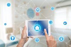 Automazione della casa astuta app sulla compressa con l'interno domestico nel backgr Fotografia Stock Libera da Diritti