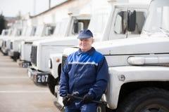 Automechanics dans de vieux camions photo libre de droits