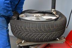 Reifenänderungsnahaufnahme stockfoto