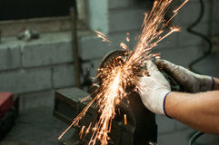 Automechaniker bei der Arbeit lizenzfreies stockfoto
