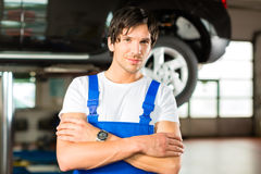 Automechaniker in seiner Werkstatt Royalty Free Stock Image