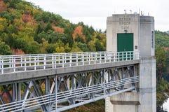Automne au barrage de ruisseau de loutre Photos stock