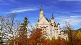 Automne au château de Neuschwanstein Photographie stock