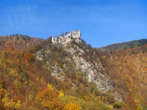 Automne au château de Starhrad Strecno, Slovaquie Images libres de droits