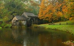 Automne au moulin Photo stock