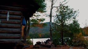 Automne/automne au terrain de camping d'étang de Copperas dans la région de crêtes élevées de montagnes d'Adirondack banque de vidéos