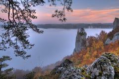 Automne brumeux dans le Donauvally en Allemagne Photographie stock libre de droits
