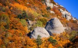 Automne dans la vallée du Hurdens de Demerdzhi photographie stock