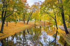 Automne dans le Central Park de Riga Photographie stock