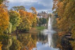 Automne dans le Central Park de Riga Image stock