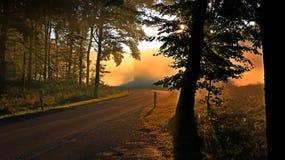 Automne dans les montagnes Lever de soleil Photographie stock