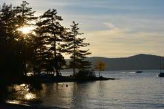 Automne de coucher du soleil de lac images libres de droits
