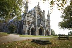 Automne de l'Angleterre de cathédrale de rue albans Images libres de droits