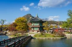 Automne de palais de Gyeongbokgung à Séoul, Corée Photos libres de droits